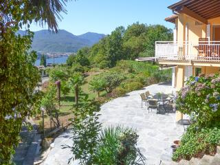 Italian Lakes 4 camera da letto villa con piscina, Poppino