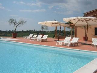 4 bedroom Lazio villa with pool just 30 miles from Rome (BFY146)
