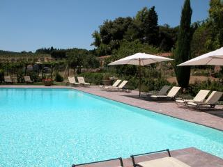 2 bedroom apartment near Siena with communal pool (BFY13503)