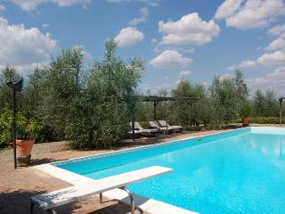 Beautiful 10 bedroom villa in Tuscany with pool and walking distance to village