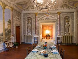 Stunning 2 and 4 bedroom apartments near Florence. Pool. Sleeps 12 (BFY13182)