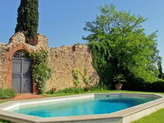 Stunning large luxury villa rental Tuscany with pool. Amazing views (BFY13475)