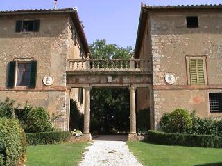 Historic luxury 3 bedroom villa in Tuscany with pool (BFY13535)