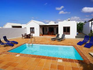 Villa LanzaroteSun piscina privada y vistas al mar, Playa Blanca