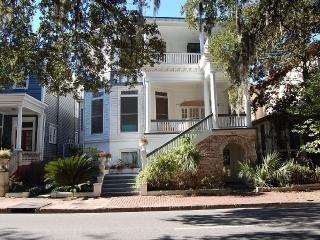 Victorian Mansion 4Br Overlooking Forsyth Park!, Savannah