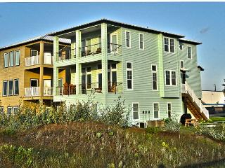 Vista Grande, Beachfront, Boardwalk to the beach, 6 bedrooms/4bath, Sleeps 14, Port Aransas