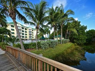 Grand Bahama Suite Gorgeous condo with pool and hot tub access!, Key West