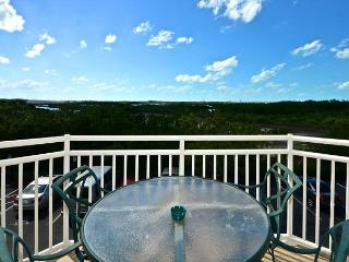 Bonaire Suite #210 - 2/2 Condo w/ Pool & Hot Tub - Near Smathers Beach, Key West