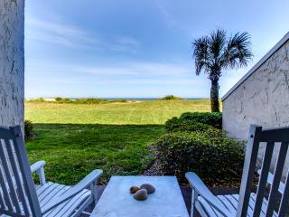 Cozy ground floor one bedroom ocean front condo, Amelia Island