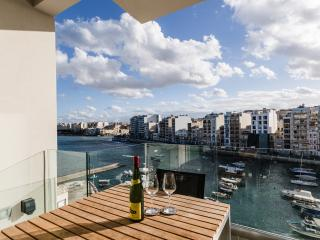 Seafront apartment in Spinola Bay, Saint Julians, San Julián