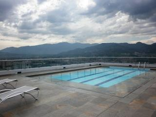 TOP OF THE WORLD - NEW, 23rd FLOOR w/ROOFTOP POOL, Medellin