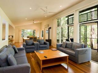 Couran Cove Luxury Family Home, South Stradbroke Island