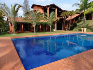 House 30 min near SP - barbecue, pool, court