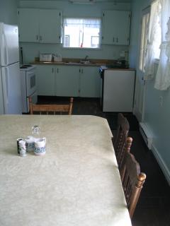 Annex Cottage: Kitchen with eat-in area