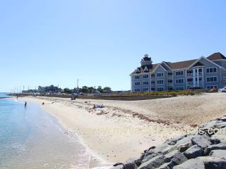 ZIMMB - Waterfront, Walk to Beach and Town, Oak Bluffs