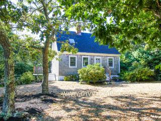 PIKUT - Luxury Details, Designer Interior, Centrally Located to Towns and Beaches, A/C in 3 Bedrooms, Edgartown