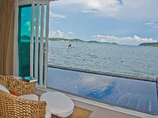 Beachfront Loft Apartment with private pool, Rawai