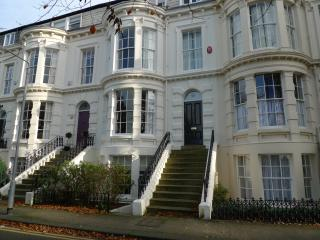 Kings House - sleeps 12, close to beach/town, 4 bathrooms, Sky Sports