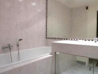 3 bedrooms / 2 bathrooms nice residence 400, Cannes