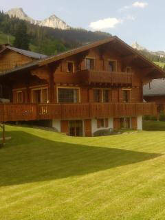 Luxury Traditional Swiss Chalet, Close to Lifts