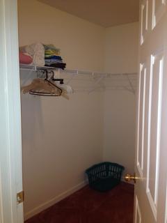 Masterbedroom walk-in closet