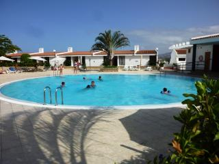 Amazing two bedrooms pool view, Playa de las Americas