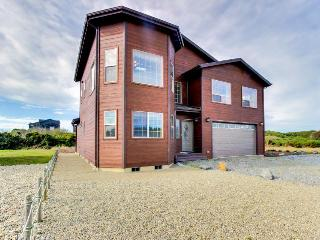 Walking distance to Bandon Beaches with room for 9!