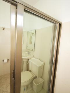 BIG ROOM BATHROOM