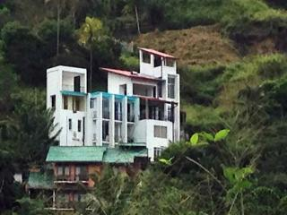 Stylish Modern Homestay with views in Kandy