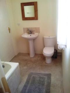 Willow Cottage en-suite bathroom