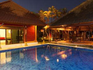 Villa Authentiek, 3BR, Seminyak, 4 min 2 the beach