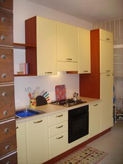 Casa Rosa - fully fitted kitchen, 4 gas hob, full oven, fridge freezer, washing machine