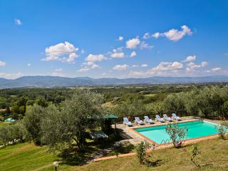 Villa Montagna: San Lorezo villa offers great views, Tuscan charm and private pool