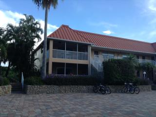 Casa Chloe -Sanibel Arms- 2 BR, 2 Bath, Canal View