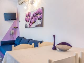 Apartment Violet 300 m from the sea