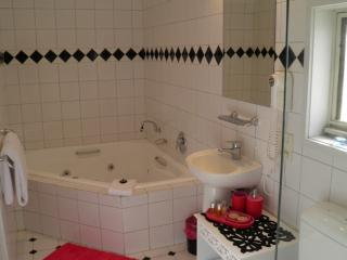 Accourt Villa - Spa Bath Ensuite