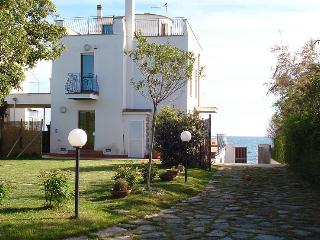amazing new villa right on the beach close to Rome, Santa Marinella