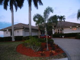 Beautiful Executive Water front home, Marco Island