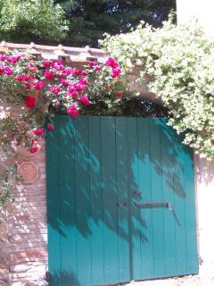 il portone d'ingresso sul giardino