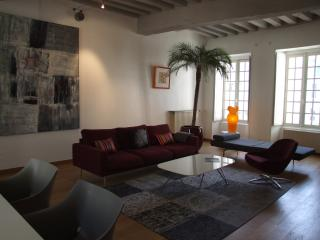 Le Pont Levis - quiet & ideally located in the heart of the historical centre
