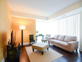 Royal Stays Luxury 1 BDR Condo Fully Furnished Right Beside CN TOWER!!, Toronto