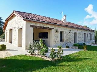Luxury 4 bedroom house with private pool, Roumagne