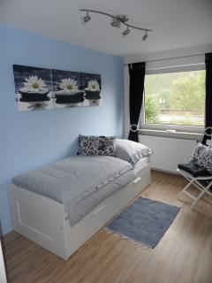 The 'blue' single bedroom