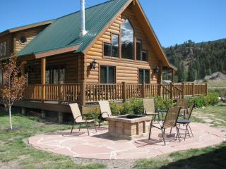 Riverfront Log Cabin 17 miles to Wolf Creek Ski