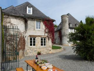 4 Star Holiday Gite in Chateau Grounds, Ariege