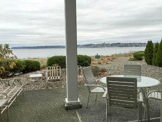 Semiahmoo C-1 View 2 Bedroom 2 Bath Villa, Blaine