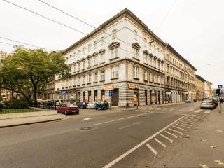 3 bdr comfy apartment w 2 bathrooms and free WIFI, Budapest