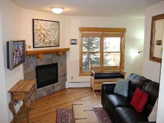 TF2605 Nicely Updated Condo w/Wifi, Walk to Lifts, Common Hot Tubs, Keystone