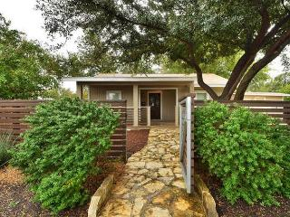 2BR Cheerful Character House, Sleeps 4, Austin