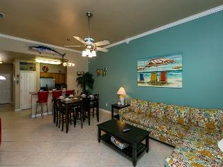 Breezy Safe Harbor Condo, Blocks to the Ocean - Winter Texans Welcome!